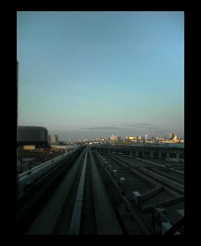 豊洲駅から、ゆりかもめ線…